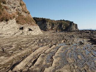 海岸はこんな岩場