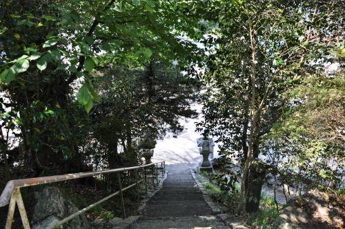 米山薬師、下りる階段