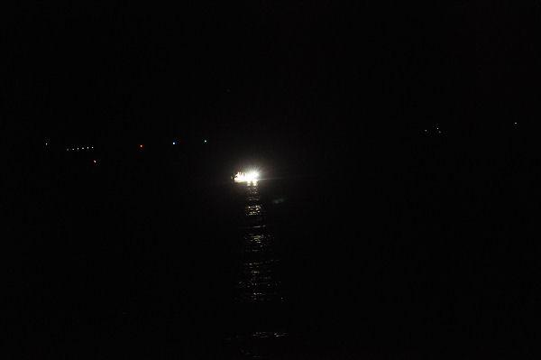 大島の夜。イカ釣り船だろうか