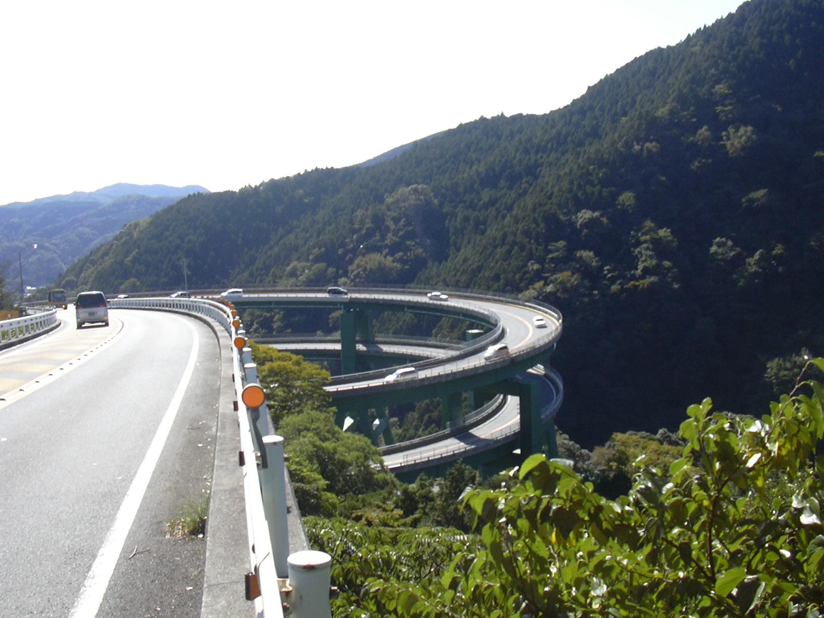 七滝ループ橋が目前。