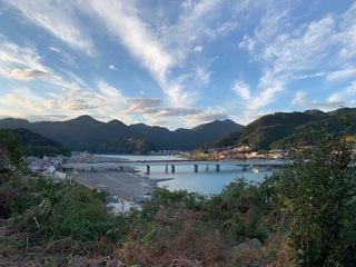 新宮城址から熊野川を望む。